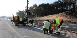 Embedded thumbnail for 11-10-2019 - Montaż barier drogowych ok km 21+000.