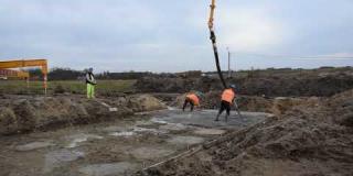 Embedded thumbnail for 30-10-2018 - Wykonywanie podbudowy z betonu niekonstrukcyjnego na obiekcie WD 11 w km 24+222.