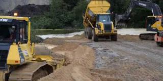 Embedded thumbnail for 14-09-2018 Budowa grobli na zbiorniku wodnym w km 21+550 w miejscowości Bocian.