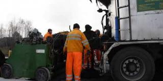 Embedded thumbnail for 27-11-2019 - Wykonanie warstwy izolacyjnej z asfaltu lanego na MS-4.