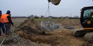 Embedded thumbnail for 23-11-2018 - Montaż studni kanalizacyjnej.