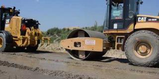 Embedded thumbnail for 12-0602019 - Rozkładanie betonu C5/6 na łącznicy Ł-3 Węzeł Kołbiel.